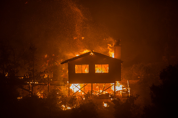 カリフォルニア州「Southern California Wildfires Forces Thousands to Evacuate」:写真・画像(1)[壁紙.com]