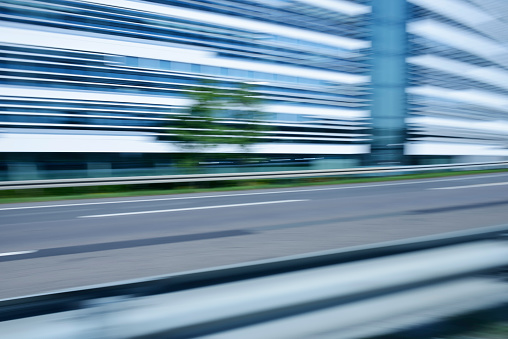 Crash Barrier「Germany, blurred office building with urban motorway in the foreground」:スマホ壁紙(17)