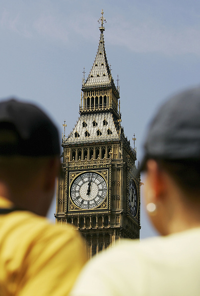 Focus On Background「Two Minutes Silence Held For Victims Of London Bombings」:写真・画像(2)[壁紙.com]