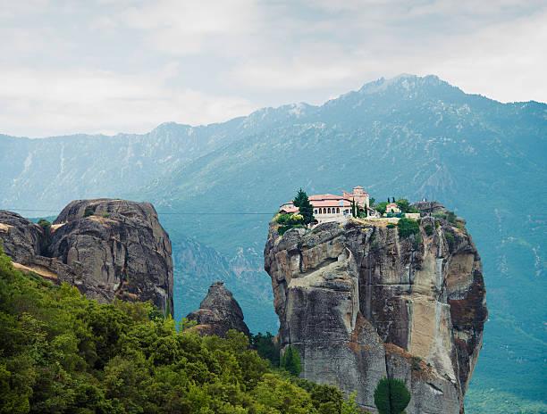 Monastery in the Meteora, Greece:スマホ壁紙(壁紙.com)