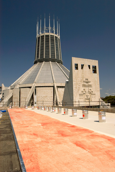 Architecture「Freshly treated roof of the Liverpool Science Park building with the Liverpool Metropoitan Cathedral in the Background, Liverpool, UK」:写真・画像(9)[壁紙.com]