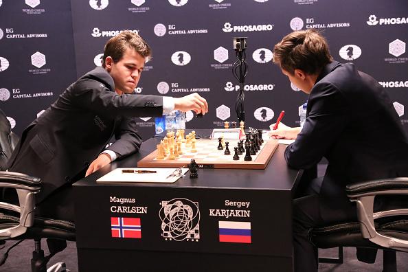 セルゲイ・カヤキン「2016 World Chess Championship - November 11」:写真・画像(7)[壁紙.com]