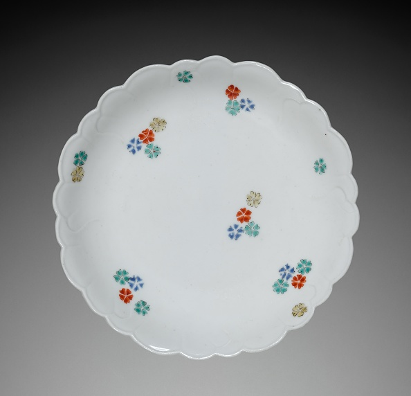 Petal「Small Dish With Flower Petal Decoration: Kakiemon Type」:写真・画像(12)[壁紙.com]