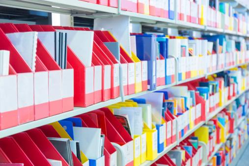 In A Row「Files on Shelf」:スマホ壁紙(14)