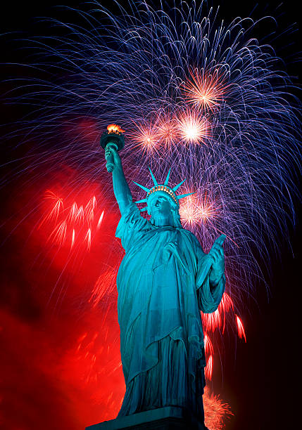 Statue of Liberty and Fireworks composit.:スマホ壁紙(壁紙.com)