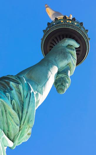 炎「Statue of Liberty, close up of torch, Liberty Island National Monument, Upper New York Bay, New York City, USA」:スマホ壁紙(16)