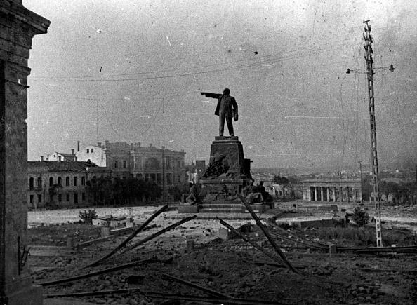 Victor Temin「Lenin Stands Proud」:写真・画像(12)[壁紙.com]