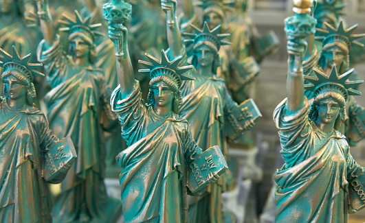 Gift Shop「Statue of Liberty souvenir gifts for sale in Manhattan, New York City, USA」:スマホ壁紙(17)