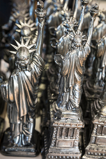 Gift Shop「Statue of Liberty souvenir gifts for sale in Manhattan, New York City, USA」:スマホ壁紙(16)