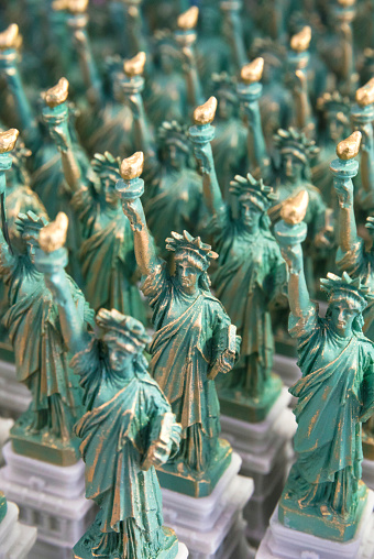Gift Shop「Statue of Liberty souvenir gifts for sale in Manhattan, New York City, USA」:スマホ壁紙(18)