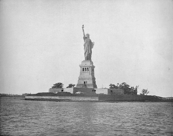 Water Surface「Statue Of Liberty」:写真・画像(1)[壁紙.com]