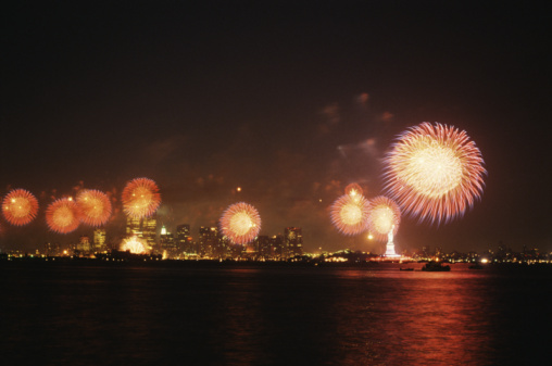 Fourth of July「Statue of Liberty and Manhattan skyline with fireworks」:スマホ壁紙(15)