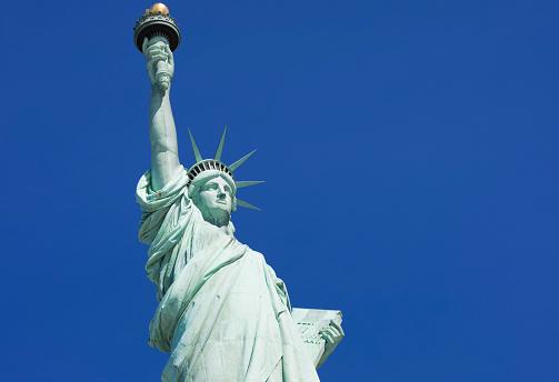 炎「Statue of Liberty, Liberty Island National Monument, Upper New York Bay, New York City, USA」:スマホ壁紙(9)
