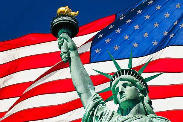 Statue of liberty and American flag:スマホ壁紙(壁紙.com)