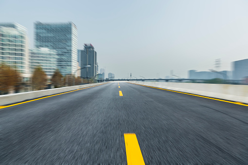Empty Road「inner city road against blue sky」:スマホ壁紙(4)