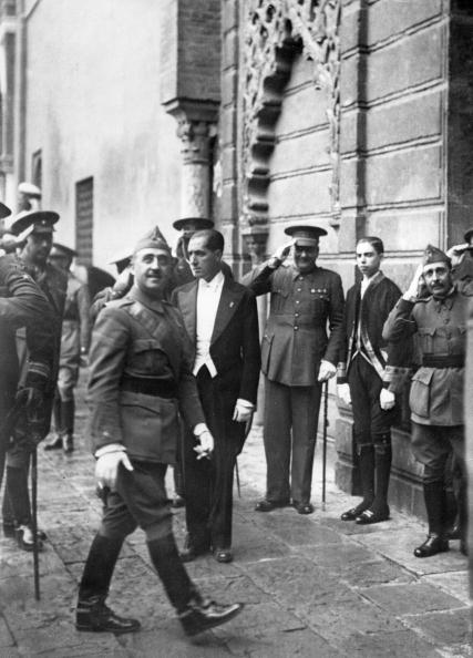 Pilgrimage「General Franco on the way to his headquarters in Sevilla, where he welcame 400 pilgrims from Morocco. Sevilla. Spain. Photograph. 1937.」:写真・画像(18)[壁紙.com]