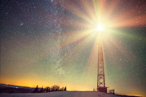 雪山「夜のスポットライト」:スマホ壁紙(0)