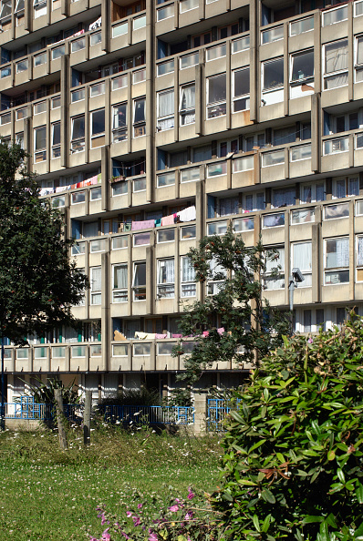 Finance and Economy「Robin Hood Gardens, Poplar, London, UK, 2008」:写真・画像(13)[壁紙.com]