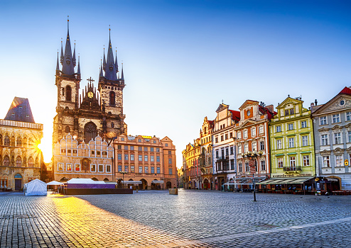 Czech Republic「Old Town Square and Church of Our Lady before Týn in Prague at sunrise. Czech Republic」:スマホ壁紙(6)