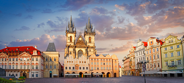 Gothic Style「Old Town Square in Prague」:スマホ壁紙(11)