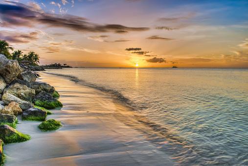 リーワード諸島 アンティグア「Sunset over Dickenson Bay」:スマホ壁紙(19)