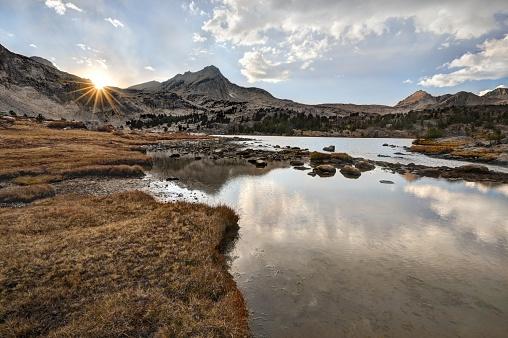 インヨー国有林「Sunset Over North Peak and Greenstone Lake, California, USA」:スマホ壁紙(2)