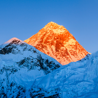 Khumbu「Sunset over the top of world - Mount Everest mountain」:スマホ壁紙(1)