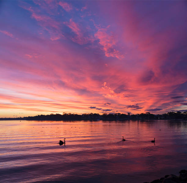 Sunset over lake:スマホ壁紙(壁紙.com)
