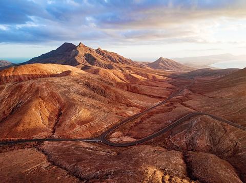 Eco Tourism「Sunset over desert landscape of Fuerteventura, Canary islands」:スマホ壁紙(10)