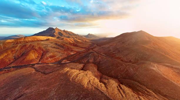 Sunset over desert landscape of Fuerteventura, Canary islands:スマホ壁紙(壁紙.com)