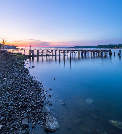 Wooden Post「Sunset over an empty fishing pier and boat basin.」:スマホ壁紙(13)