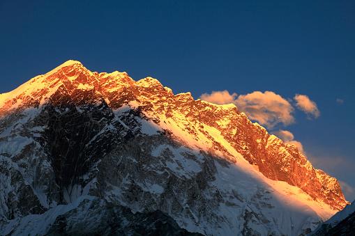 Khumbu「Sunset over the Summit of Nuptse mountain」:スマホ壁紙(13)