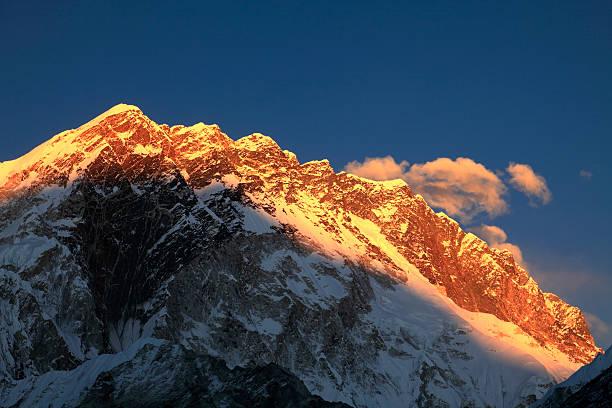 Sunset over the Summit of Nuptse mountain:スマホ壁紙(壁紙.com)