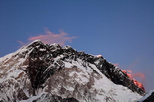 Khumbu「Sunset over the Summit of Nuptse mountain」:スマホ壁紙(2)