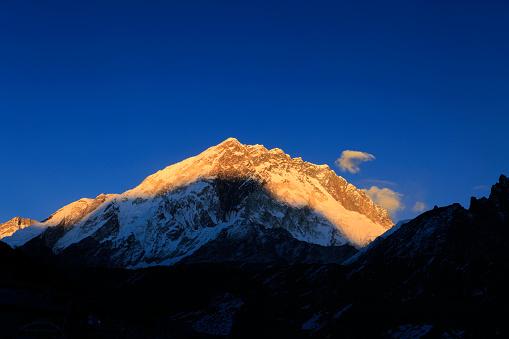 Khumbu「Sunset over the Summit of Nuptse mountain」:スマホ壁紙(19)