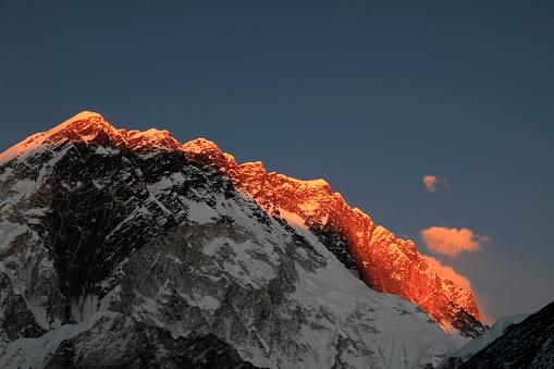 Khumbu「Sunset over the Summit of Nuptse mountain」:スマホ壁紙(12)