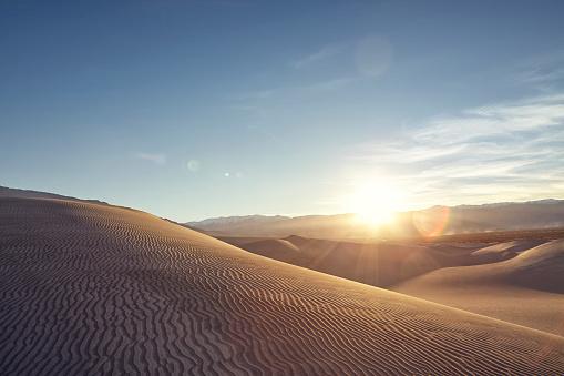 Arid Climate「Sunset over rolling sand dunes」:スマホ壁紙(3)