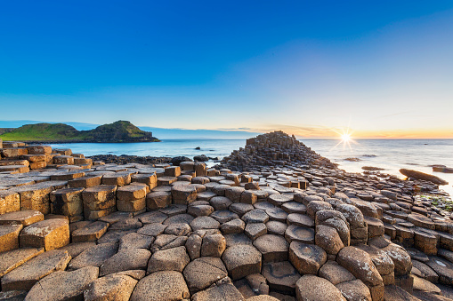 Irish Culture「Sunset over Giants Causeway, Northern Ireland」:スマホ壁紙(18)