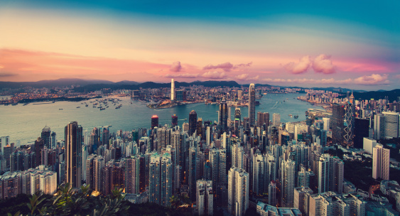 Hong Kong「Sunset over city skyline and Victoria Harbour」:スマホ壁紙(18)