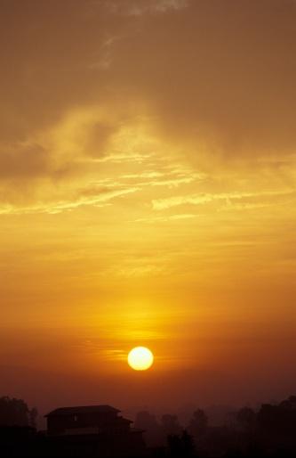 Khumbu「Sunset over a house」:スマホ壁紙(19)