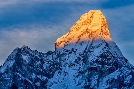 Ama Dablam「Sunset over beautiful Mount Ama Dablam in Himalayas, Nepal」:スマホ壁紙(14)
