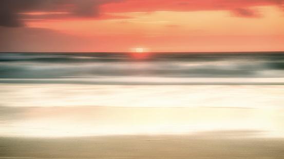 かえる「Sunset over sea, Treyarnon Bay, Cornwall, England, UK」:スマホ壁紙(9)