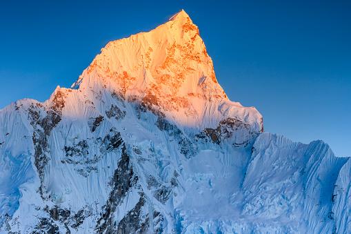 Khumbu Glacier「Sunset over Nuptse peak in Mount Everest National Park」:スマホ壁紙(7)