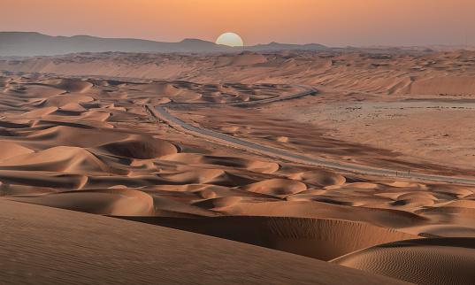 Arid Climate「Sunset over an empty road in the desert」:スマホ壁紙(2)