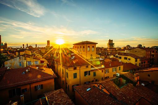 St「Sunset over rooftops, Bologna, Emilia-Romagna, Italy」:スマホ壁紙(14)