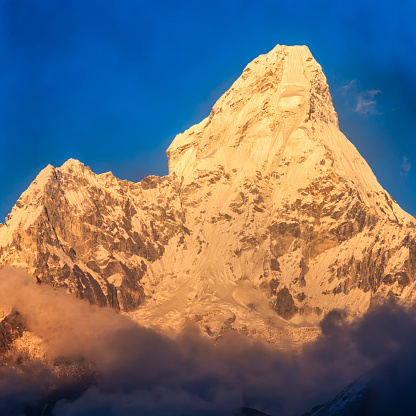 Mountain View - Arkansas「Sunset over Mount Ama Dablam, Himalayas, Nepal」:スマホ壁紙(18)
