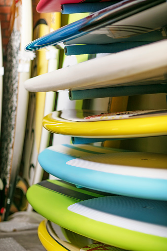 Choosing「Stacked surfboards in surfshop」:スマホ壁紙(14)