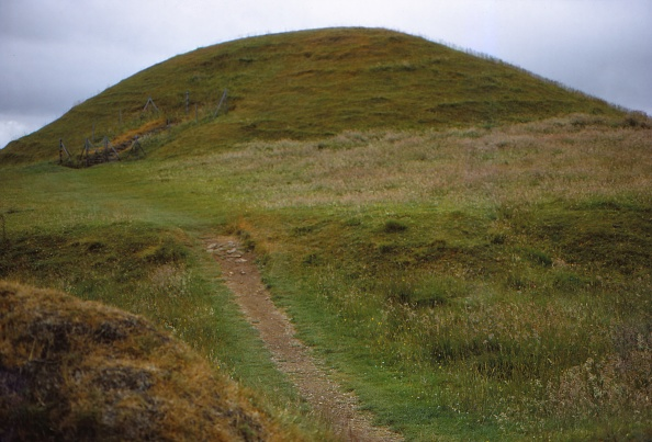 Footpath「Burial Cairn At Maes Howe」:写真・画像(3)[壁紙.com]