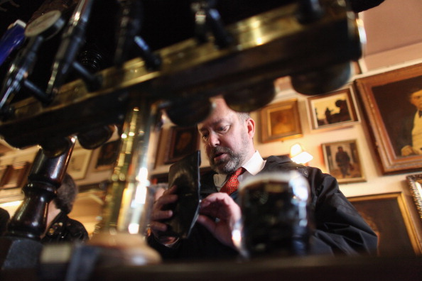 Wallet「The Harp In Covent Garden Is Named CAMRA Pub of the Year 2011」:写真・画像(1)[壁紙.com]