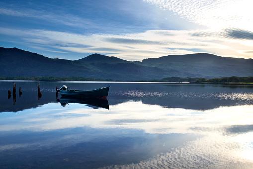 スコットランド文化「夜明けマリー湖の景色」:スマホ壁紙(13)